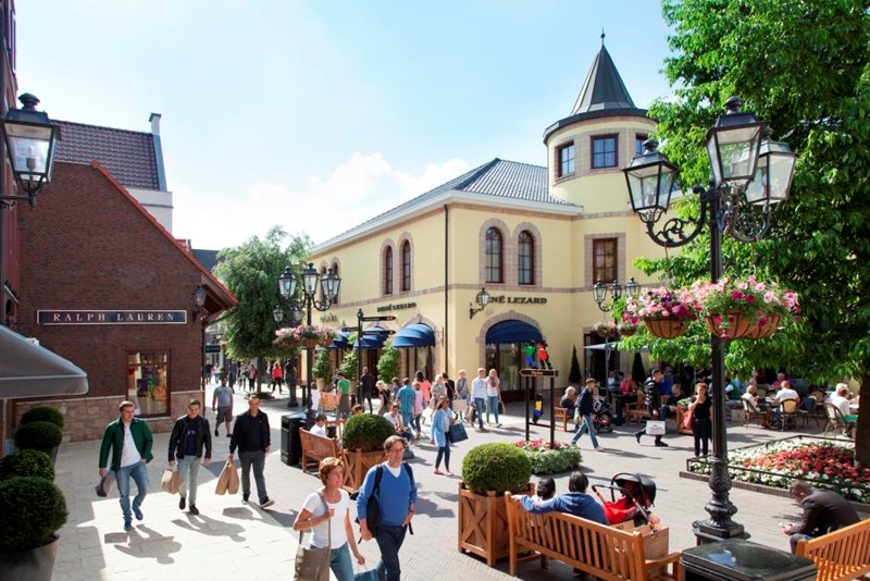 Outlet in Holland, Designer Outlet Roermond, for shopping. Its ...