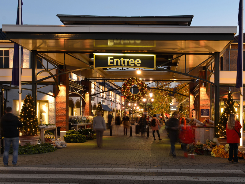 outlet in holland designer outlet roermond for shopping its location on the map of outlets in. Black Bedroom Furniture Sets. Home Design Ideas