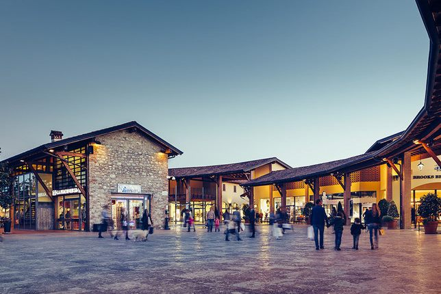 Outlet in Italy, Franciacorta Outlet Village, for shopping. Its ...