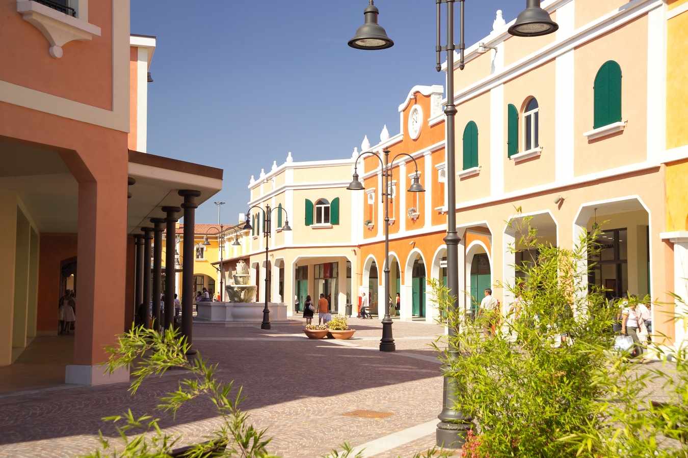 Outlet in Italy, Mantova Outlet Fashion District , for shopping. Its ...